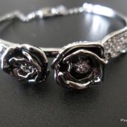 「薔薇モチーフのブレスレット」【応募者全員にプレゼント有り】身近にあるバラを探してみよう!の投稿画像
