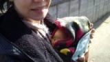 初めてのお散歩♪ 大活躍の借り物抱っこ紐の画像(2枚目)