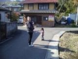 初めてのお散歩♪ 大活躍の借り物抱っこ紐の画像(1枚目)