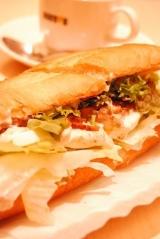 「また食べたいランキング1位!やわらかチキンと半熟たまご@ドトール ミラノサンドC♪」の画像(1枚目)