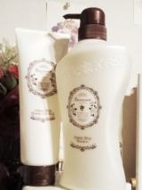 ホワイトローズが優雅に香る、ノンシリコンヘアケア