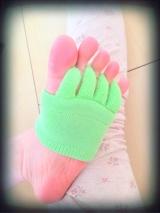 足指をぐっと広げるソックスの画像(2枚目)
