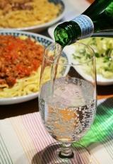 ホムパのオシャレ演出に欠かせない『サンペルグリーノ』は瓶の方が断然おしゃれ♪の画像(1枚目)