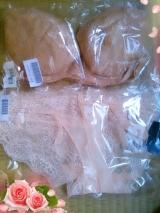 「モニプラ × ペコブラ Vシリーズのブラ&ショーツセット」の画像(2枚目)