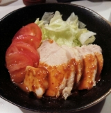 アサムラサキ ピリ辛ゴマダレで蒸し鶏を食べました。の画像(2枚目)