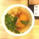 「大島椿油100%「椿の金ぷら油」で揚げた天ぷらと伊豆大島伝統料理「鼈甲鮨」」の画像(2枚目)