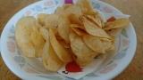 「味に凄い特徴がw コイケヤ ポテトチップス みかん味♪」の画像(2枚目)