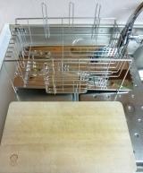 「【自動的に排水され、キッチンスペースも確保】株式会社TWINSさまより;斜めに流れる1段水切りカゴ(スリム 左置用)◆モニター参加」の画像(6枚目)