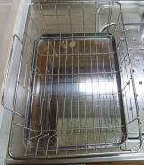 「【自動的に排水され、キッチンスペースも確保】株式会社TWINSさまより;斜めに流れる1段水切りカゴ(スリム 左置用)◆モニター参加」の画像(3枚目)