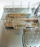 「【自動的に排水され、キッチンスペースも確保】株式会社TWINSさまより;斜めに流れる1段水切りカゴ(スリム 左置用)◆モニター参加」の画像(5枚目)