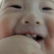 「お菓子を食べているときの顔」うちの子自慢!【こどもの笑顔あふれるおいしい食卓風景】大募集&投票コンテストの投稿画像