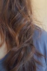 「ヘアブラシ型アイロンであっという間にサラ艶髪に」の画像(1枚目)