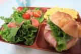 「【レビュー】はさむだけでもりもりお肉サンド♪アンデルセンのプチパン&デリサンドセット」の画像(3枚目)