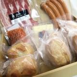 「【レビュー】はさむだけでもりもりお肉サンド♪アンデルセンのプチパン&デリサンドセット」の画像(1枚目)