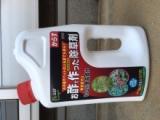 お酢で作った除草剤の画像(1枚目)