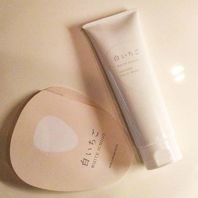 口コミ投稿:白いちご で、白はだに。オーガニックと技術力をいかした洗顔フォーム。白いちごを…