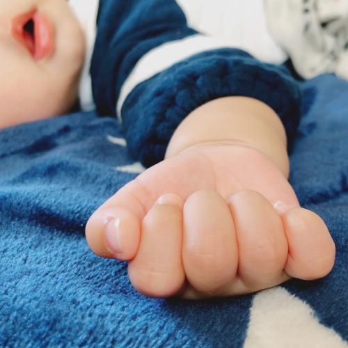 可愛い手と足