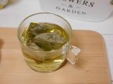 「安室養鶏場のサーターアンダギーと蓮葉茶」の画像(6枚目)