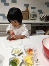 子供達が作るフルーツサラダ☆の画像(2枚目)