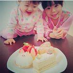 パパが美味しいケーキ買ってきてくれた🍰😋❤️何でもない日万歳🙌🎵小さな幸せがたくさんある毎日がずっと続きますように(*^^*)❤️#シュクレペール #ケーキ#cake#cakes #姉妹#大喜び#…のInstagram画像
