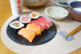 うに醤油でいただくコストコまぐろ&サーモン寿司の画像(1枚目)