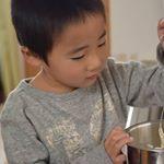 ..一緒にホットケーキ作り🎶.楽しかったね💖.子供たちと過ごす幸せな時間がずーっと続きますように🙏.#愛の木に願いを #メリーチョコレート #monipla #メリーチ…のInstagram画像