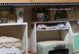 100均ダイソー ハンドルウッドカッテングボードとペイントトレーで3段棚の画像(2枚目)