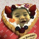 祝1歳3月3日無事一歳を迎えることができました☆こちらは、一歳から食べられるケーキ!ヨーグルトクリームのケーキなので、大丈!いつもは、一緒に食べれず怒ってたけど、今回は一緒に食…のInstagram画像