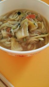 新商品「お水がいらない 1/2日分の国産野菜が摂れるタンメン菜宝」  お昼ごはんの画像(8枚目)