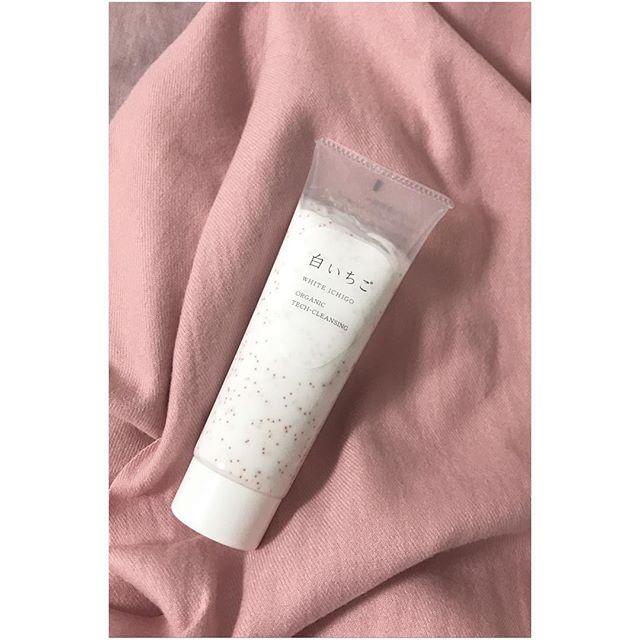 口コミ投稿:最近使ってるクレンジング🍓香りも見た目も女子力高めで、美容成分90%のクリーム、し…