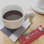 モニターに当たったMCTオイルをコーヒーに入れのんでみました✨ちょっと前にやってたダイエット番組で見て気になってたんだよねー(笑)ココナツ由来とあるけど、無味無臭でコーヒーに入れても違和感なしでした!…のInstagram画像