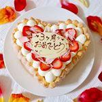 👶💕・昨日で #3ヶ月 になりました💓今月も #cakejp さんの#ハートケーキ でお祝い🙌✨おめでとう🎉㊗️・最近はニコニコするようになってさらに可愛さが倍増😍😍😍…のInstagram画像
