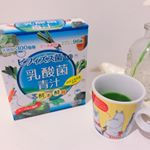 こんばんは✨!.今回は、ヨーグルト味で飲みやすい 乳酸菌300億個が入ったおいしい青汁「ビフィズス菌入り乳酸菌青汁」を飲んでみましたので早速レポしていきたいと思います😊!.青汁が我慢し…のInstagram画像