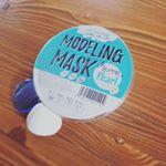 韓国で大人気のモデリングマスク容器に入った粉に水を入れて混ぜるとトロッとした液が出来ます✨ヘラで顔に塗り15分くらい待つと液が固まりしっとりとしたプルプルマスクにな…のInstagram画像