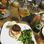 この間のパーティーご飯🍚レシピ問い合わせあったのでのせます💖.ハンバーガーレシピ🍔パンに🍞🍞レタス→焼玉ねぎ→トマト→煮込みハンバーグ→お好みでチーズと目玉焼き🍳をのせるた…のInstagram画像