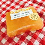 ペリカン石鹸 MARCHEVON【スイートオレンジ】製造から包装まで手作りの#石鹸#スイートオレンジ の柑橘の香りは甘さがしっかり香ってくれてすごく良い香り。#甘くジューシーな香り 好きで…のInstagram画像