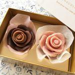 季節限定のソニア・ドゥ・クプル。.ラズベリーピンクの薔薇とセピアの薔薇の2輪が花咲くギフトボックス。.お洒落でとっても可愛いのでギフトにもぴったり。.#メサージュドローズ#me…のInstagram画像