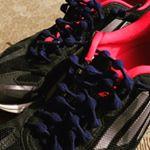 結ばない靴ひもをモニターしています。今日はスポーツクラブで踏み台を使ったエアロビのステップに参加してきました。いつものシューズの靴ひもを変えて挑戦です。まずフィット感が違いますね。また紐がほどける心配…のInstagram画像
