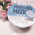 韓国で人気だというモデリングマスクをお試しさせていただきました。ケースの中には粉が入っていて、水を入れて練るとペースト状になります。それを顔に塗って乾かすとペロンとはがれる面白いパック!古…のInstagram画像