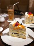 ケーキを撮影