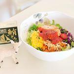 【#toro 🐟】.世界一高級な缶詰と言われる🏆モンマルシェの鮪とろ缶を頂き🥫サラダと丸ごと和えました🥗評判に納得の美味しさです😋いつものサラダにヘルシーなコクが加わり、何だか…のInstagram画像