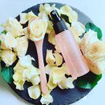 .【ナチュラルレインR】..食べられる薔薇のROSE WATERをたっぷりと使用している美容オイル層が20%入っている【2層式化粧水】🤗.化粧水に美容オイル層を配合し2層式にす…のInstagram画像