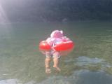 「泳ぐ練習用浮き輪「スイムトレーナー」で遊んだよ!」の画像(4枚目)