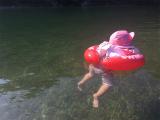 「泳ぐ練習用浮き輪「スイムトレーナー」で遊んだよ!」の画像(5枚目)