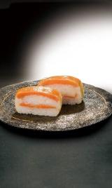 鳥取県で丁寧に育てられた境港サーモンを使用する洋風押し寿司の画像(1枚目)