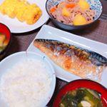 本日の朝食🍴🍳.The☆和食が食べたくて、鯖の塩焼きと肉じゃが、だし巻き卵とお味噌汁を作った😋.お味噌汁と肉じゃがとだし巻きには、ホシサン極みだしっていうだしを使ったよ🐟.九州…のInstagram画像