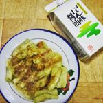 *#鎌田醤油 の #貝の鍋だし #ぽん酢醤油 #自然流つゆ.今日は #焼きなす 🍆🍆#ぽん酢醤油 と生姜でいただきます。すだちとゆずの果汁入りなので香りが良くて、料理が更に美味しく…のInstagram画像