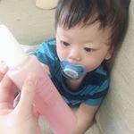 .1歳の赤ちゃんもきになるくらい可愛いボトル!笑結構使ったけどいい感じです😊肌がトゥルトゥル🤣メイクもスッキリ落ちるしほんまにおすすめです💗少しの量でも綺麗に落ちる🌟..…のInstagram画像