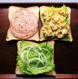 「大山ハムのリオナソーセージ『トマト&バジルソーセージ』でサンドイッチをいろいろ!どれも美味しい!」の画像(3枚目)