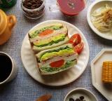 口コミ記事「大山ハムのリオナソーセージ『トマト&バジルソーセージ』でサンドイッチをいろいろ!どれも美味しい!」の画像